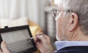 Con la firma de un convenio, quieren acercar a los adultos mayores a la tecnología